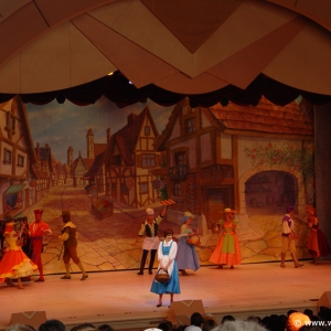 Beauty_and_the_Beast_Stage_Show_01