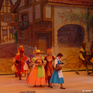 Beauty_and_the_Beast_Stage_Show_02