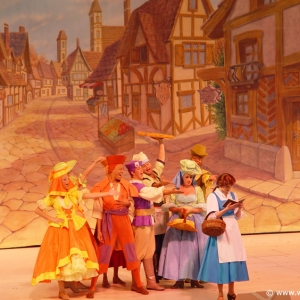 Beauty_and_the_Beast_Stage_Show_03