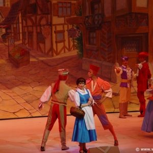 Beauty_and_the_Beast_Stage_Show_05
