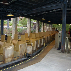 Expedition_Everest_Train_04