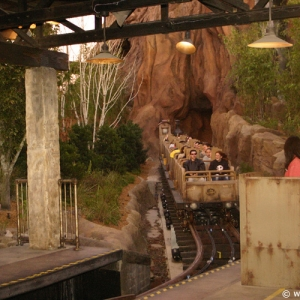 Expedition_Everest_Train_05