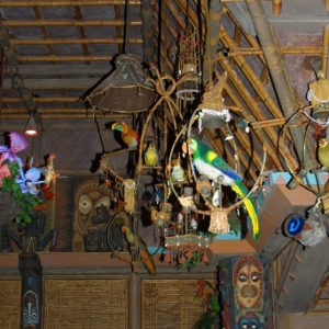 Adventureland_-_Enchanted_Tiki_Room_05
