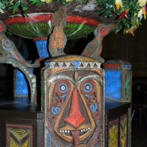 Adventureland_-_Enchanted_Tiki_Room_09
