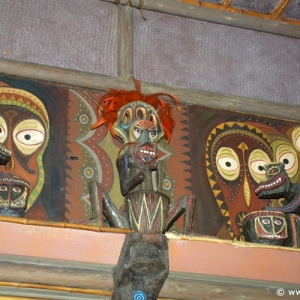 Adventureland_-_Enchanted_Tiki_Room_10