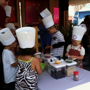 Junior_Chefs_checking_out_the_ingredients_565x424_