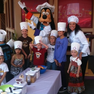 Junior_Chefs_final_photo_with_Goofy_565x424_