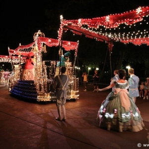 Main-Street-Electrical-Parade-47