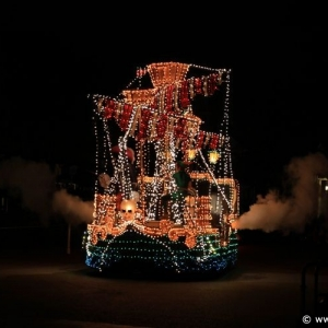 Main-Street-Electrical-Parade-51
