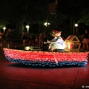 Main-Street-Electrical-Parade-59