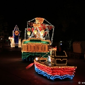 Main-Street-Electrical-Parade-60