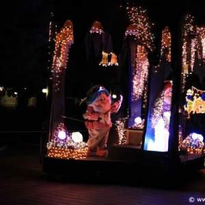 Main-Street-Electrical-Parade-69
