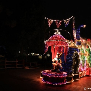 Main-Street-Electrical-Parade-73