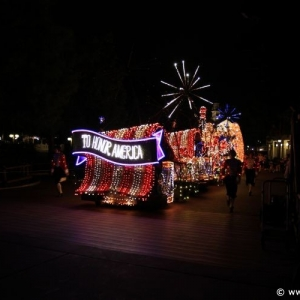 Main-Street-Electrical-Parade-90