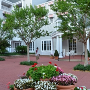 DisneysYachtClub-Grounds-2