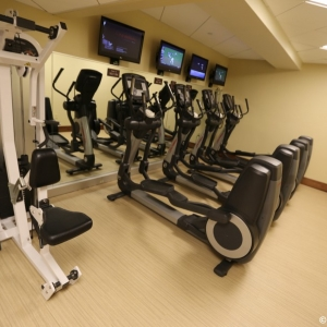 Contemporaty-Resort-Fitness-Center-006