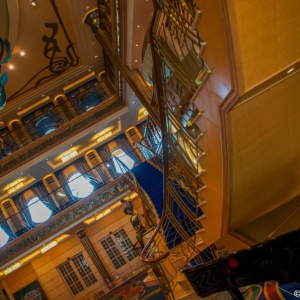 Disney-Wonder-Atrium-002