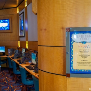 Disney-Wonder-Internet-Cafe-001