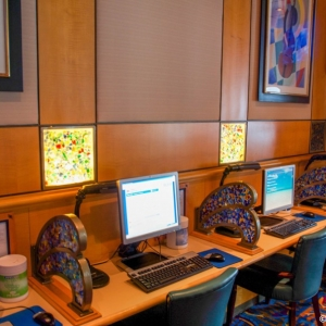 Disney-Wonder-Internet-Cafe-002