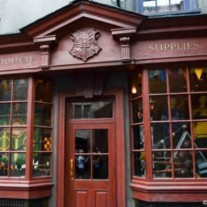 WDWINFO-Universal-Diagon-Alley-Harry-Potter-Quality-Quidditch-001