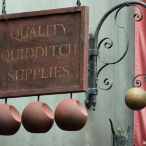 WDWINFO-Universal-Diagon-Alley-Harry-Potter-Quality-Quidditch-002