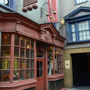 WDWINFO-Universal-Diagon-Alley-Harry-Potter-Quality-Quidditch-004