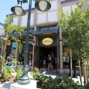 Downtown-Disney-shopping-200