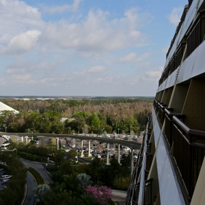 Contemporary-resort-tower-room-07