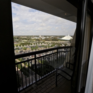 Contemporary-resort-tower-room-09