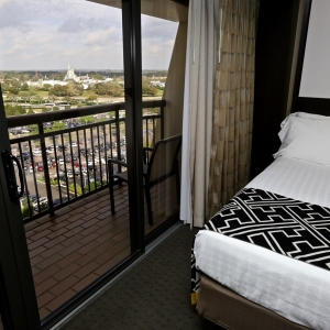 Contemporary-resort-tower-room-10