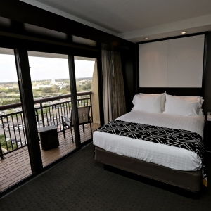 Contemporary-resort-tower-room-11