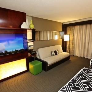 Contemporary-resort-tower-room-16