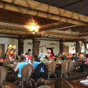 Polynesian-village-dining-02