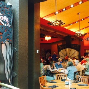 Polynesian-village-dining-08