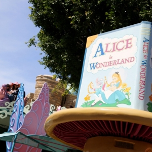Alice-in-Wonderland-32