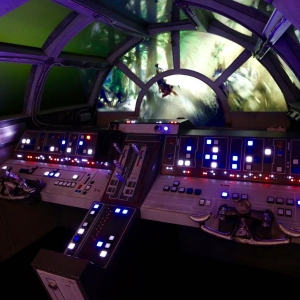 Star-Wars-Millennium-Falcon-025