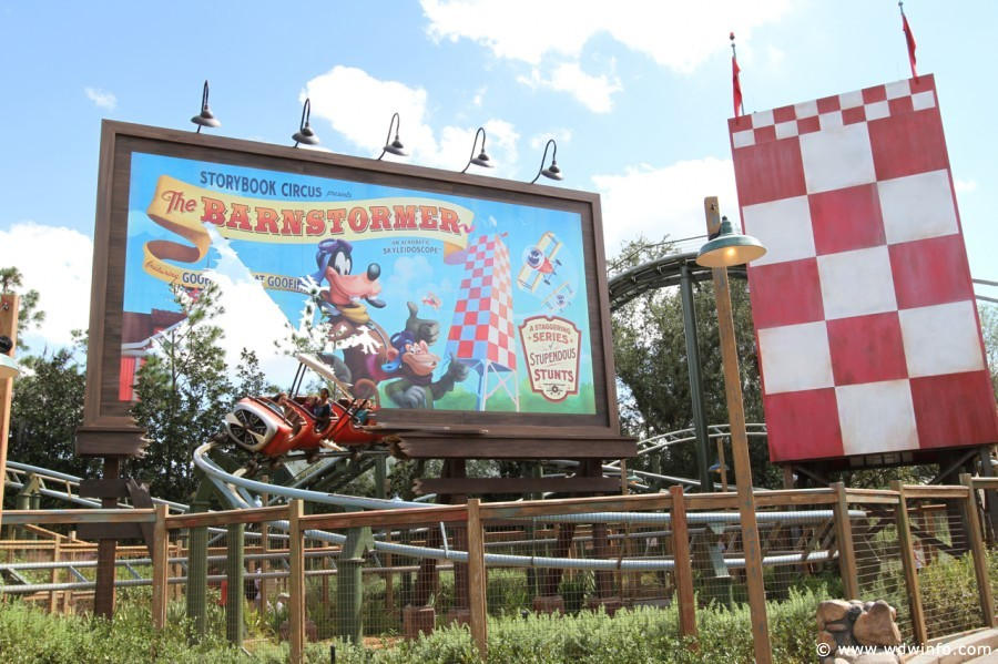 The Barnstormer featuring Goofy as the Great Goofini