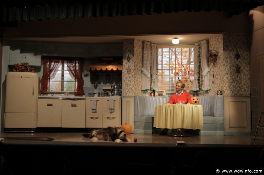 carousel of progress magic kingdom scene 3